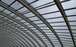 Extracto de un tejado de cristal curvado Imagenes de archivo