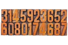 Extracto del número en tipo de madera del vintage Foto de archivo