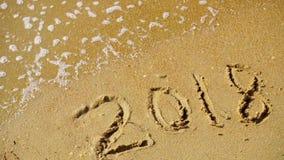 Extracto 2018 en un fondo de la arena de la playa