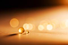 Extracto pequeño, tansparent de las bolas con el bokeh y naranja Imagen de archivo