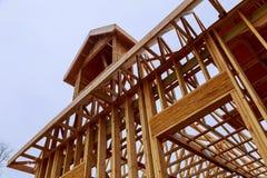 Extracto que enmarca del hogar de madera de la nueva construcción Foto de archivo