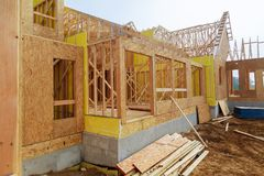 Extracto que enmarca del hogar de madera de la nueva construcción Fotos de archivo libres de regalías