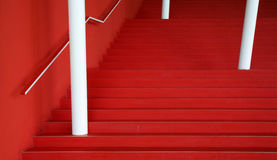 Extracto rojo de las escaleras fotografía de archivo libre de regalías