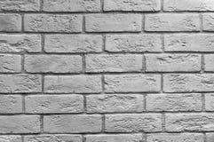 Extrahieren Sie den verwitterten Beschaffenheit befleckten alten hellgrauen Stuck und alterte weißen Backsteinmauerhintergrund de Lizenzfreie Stockfotos