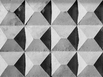 Extrahieren Sie verwitterte Beschaffenheit befleckte alte abblätternde hellgraue Wand des Stucks Stockfotos