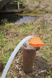 Extrahierung des Wassers vom Brunnen Stockbilder