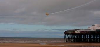 Extrahjälp 260 över den Blackpool pir fotografering för bildbyråer