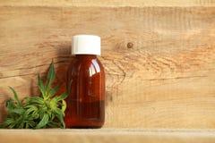 Extrait d'huile de cannabis et usine médicaux de chanvre image libre de droits