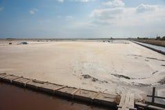 Extraktion av havet som är salt i Bulgarien Arkivbild