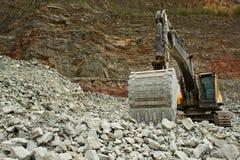 Extraktion des Steins im Steinbruch Lizenzfreies Stockbild
