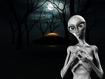 Extranjero y UFO en bosque Imagen de archivo libre de regalías