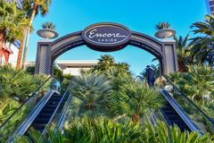 Extranummer på Wynn Las Vegas Entrance med palmträd arkivbilder