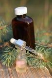 Extrato aromático do petróleo do abeto imagem de stock