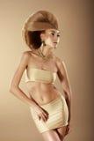 extravagance Donna alla moda con Haido creativo Fotografia Stock Libera da Diritti