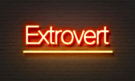 Extravert neonteken op bakstenen muurachtergrond Stock Fotografie