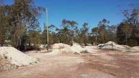 Extrayant des opales et la vie de extraction dans le NSW à l'intérieur Opal Fields, la Nouvelle-Galles du Sud, Australie Image libre de droits