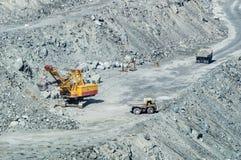 Extrayez l'exploitation de l'amiante, les Monts Oural, Russie Image libre de droits
