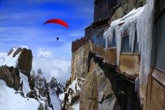 extre业余爱好横向滑翔伞雪瑞士 免版税库存图片