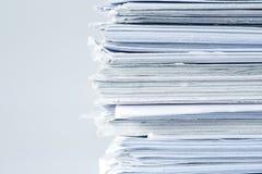 Extreamely στενό επάνω η συσσώρευση εγγράφου εκθέσεων της εργασίας γραφείων Στοκ εικόνες με δικαίωμα ελεύθερης χρήσης