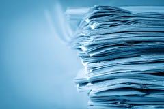 Extreamely στενό επάνω η συσσώρευση εγγράφου εκθέσεων της εργασίας γραφείων Στοκ Φωτογραφίες