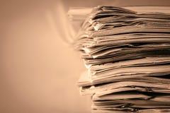 Extreamely στενό επάνω η συσσώρευση εγγράφου εκθέσεων της εργασίας γραφείων Στοκ εικόνα με δικαίωμα ελεύθερης χρήσης