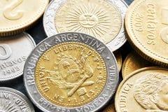 Extreem dicht omhooggaand beeld van Argentijnse peso stock foto's