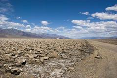 Extreem klimaat bij de Cursus van het Duivels` s Golf in Doodsvallei, Californië stock fotografie