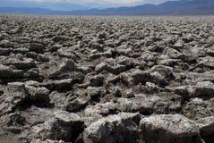 Extreem klimaat bij de Cursus van het Duivels` s Golf in Doodsvallei, Californië stock foto