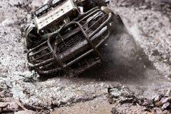 Extrem, das ATV fährt lizenzfreie stockfotos