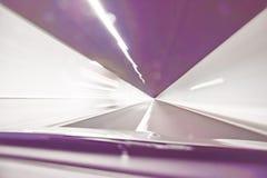 Extrem defocused und unscharfes Bild des Inneres eines Tunnels lizenzfreie stockbilder