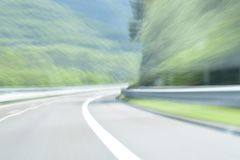 Extrem defocused und unscharfes Bild einer Straße in der Landschaft stockbilder