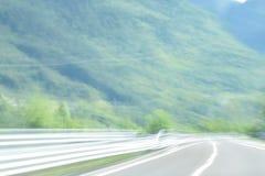 Extrem defocused und unscharfes Bild einer Straße in der Landschaft lizenzfreie stockbilder