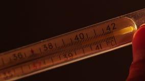 Extrem hohe Körpertemperatur, Krankheit, Grippe, Fieber, Grippe stock video footage