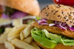 Extrem nah oben vom Burger lizenzfreie stockfotos