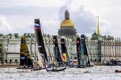 Extrem segla serie för konkurrenssegling i den Neva floden in Arkivfoton