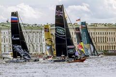 Extrem segla serie för konkurrenssegling i den Neva floden in Arkivbilder