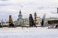 Extrem segla serie för konkurrenssegling i den Neva floden in Royaltyfria Bilder