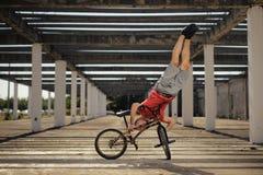 Extrem sport på BMX-cykeln Royaltyfri Foto