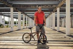 Extrem sport på BMX-cykeln Arkivfoto