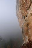 Extrem sportklättring Vagga klättrareansträngning för framgång outdo Arkivfoton