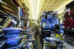 Extrem unordentliche Buchhandlung Stockfotos