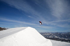 Extreme actie snowboarder grote lucht Stock Foto's