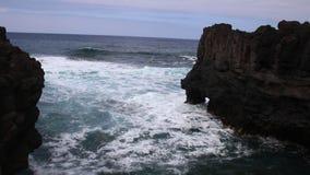 Extreme Atlantische golven die kust verpletteren stock video