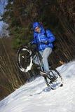Extreme de winterfietser stock foto