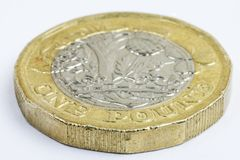 Extreme dichte omhooggaand van het gebruikt UK één pondmuntstuk royalty-vrije stock afbeelding