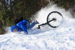Extreme fietser die neer vallen royalty-vrije stock afbeeldingen