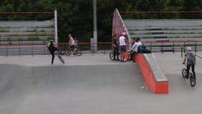 Extreme fietsertreinen stock videobeelden