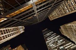 Extreme obenliegende Perspektive von Lower Manhattan-Gebäuden bei Nig Lizenzfreie Stockfotografie