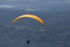 Extreme paragliding in high mountains Alps (Carinthia, Austria) Royalty Free Stock Photos