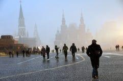 Extreme Schneefälle auf dem Roten Platz in Moskau lizenzfreie stockfotos